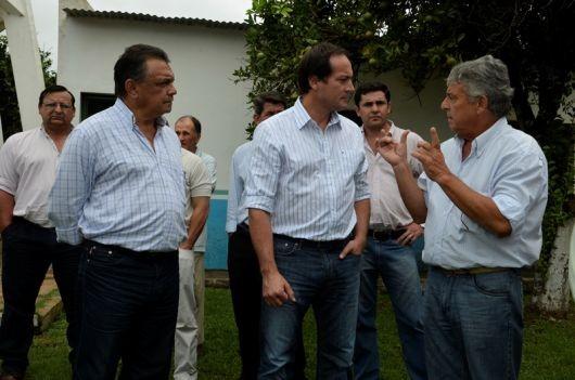 Camau Espínola recorrió La Cruz y Alvear