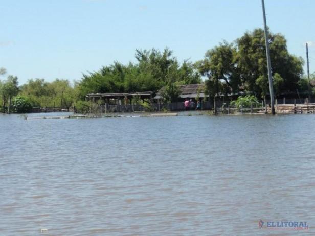 En Bella Vista desagotaron casas pero en Santa Lucía siguen sumando evacuados