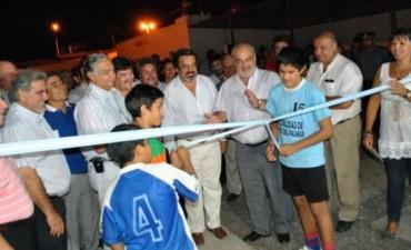 Colombi inauguró un polideportivo en San Luis del Palmar y anunció pavimento