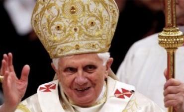El Papa renuncia a su pontificado