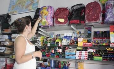 Mandar a un chico a clases puede salir más de $700