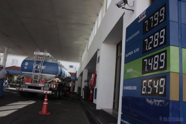 El tope al precio del combustible podría demorar las subas salariales a playeros