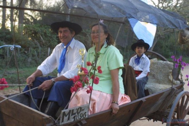 Tres pueblos peregrinan a Itatí y rezarán por el país y el Papa