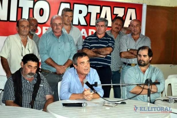 Con el apoyo de radicales arturistas, Nito Artaza lanzó su candidatura a gobernador