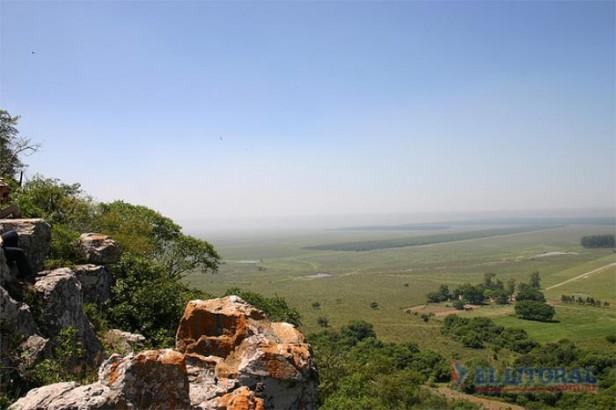 Huellas jesuíticas con Tres Cerros y agua Santa