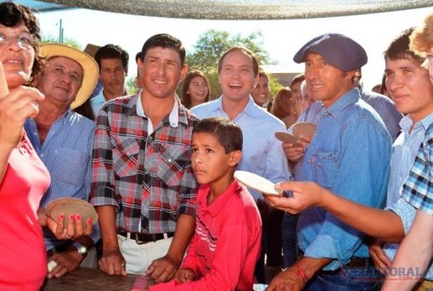 En suelo radical, Camau intensifica su campaña por el interior