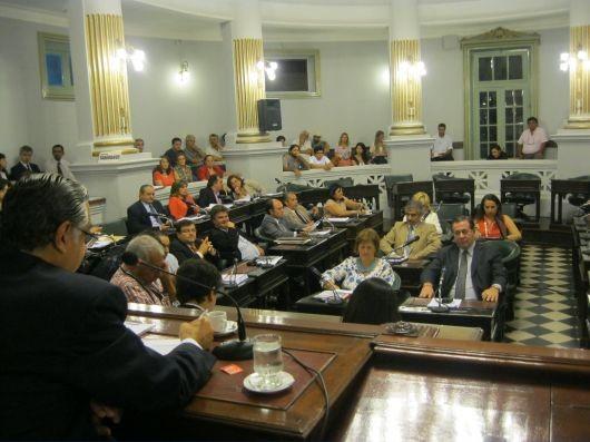 Apurados, diputados enviaron a comisión y sin debate un pedido de informe a Colombi