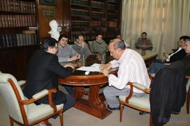 Firmaron un acuerdo salarial con trabajadores de la Dpec y se desactivó el frente de conflicto