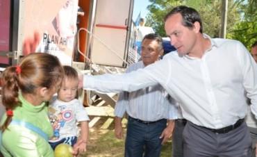 Camau visitó una comuna nuevista y se comprometió a apostar al desarrollo