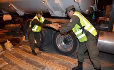 Gendarmería incautó 71 kilos de cocaína oculta en un camión cisterna
