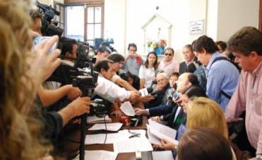 La pelea electoral entre kirchneristas y radicales se instala en la Legislatura