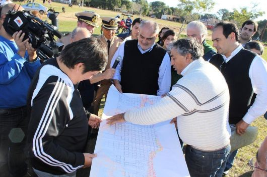 Referentes políticos se arremangaron para ingresar a la zona del desastre