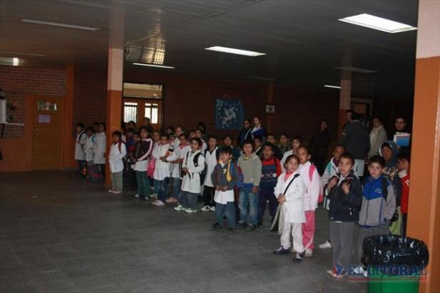 Retomaron las clases en la escuela donde alojaron a los evacuados del bajo Caridi