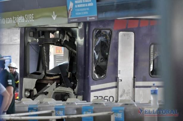 Once: Un tren del Sarmiento chocó contra la valla de contención y hay 58 heridos